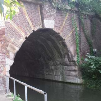 Canal tunnel mouth